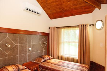 Badplaas, A Forever Resort: 6-Sleeper Chalet. 3 bedrooms (1 double bed & 4 single beds)